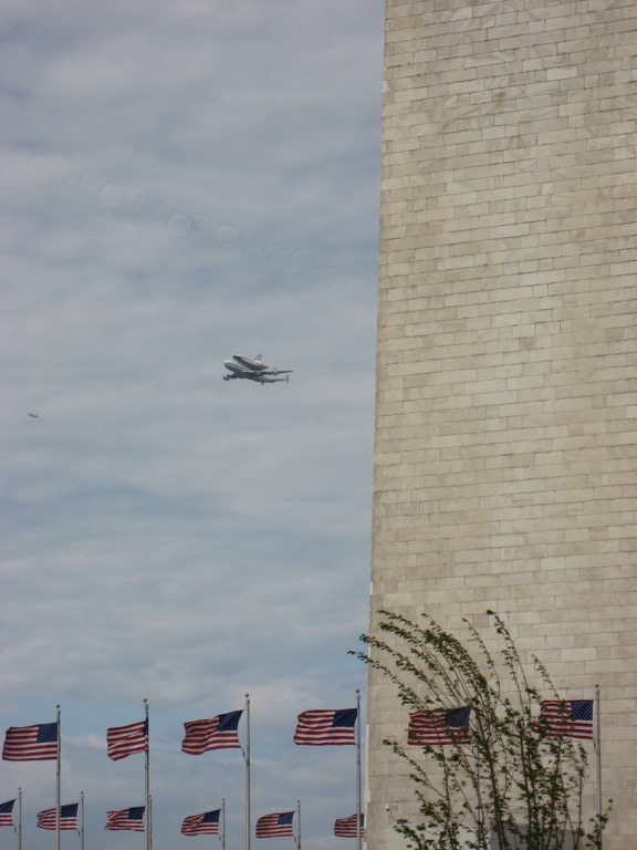 Discovery passing the Washington Monument.
